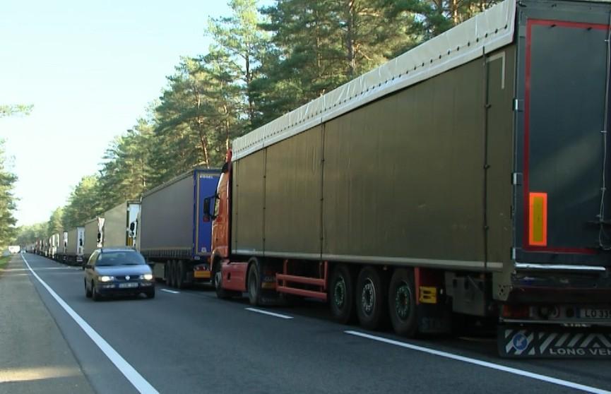 Более 500 грузовиков ожидают разрешения на въезд в Литву в пунктах пропуска