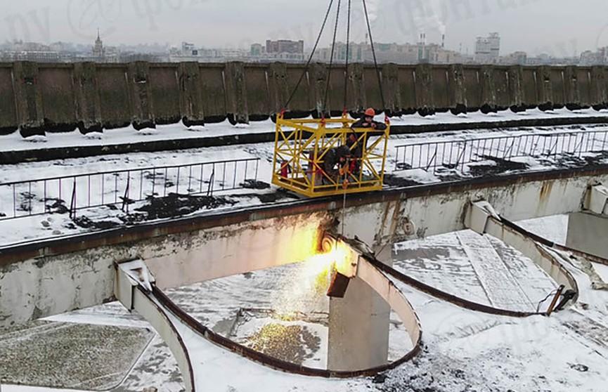 В Петербурге во время демонтажа спортивного комплекса рухнула крыша