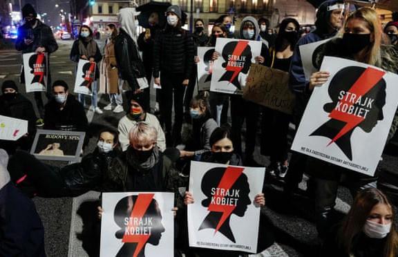 Власти Польши решили отложить запрет абортов