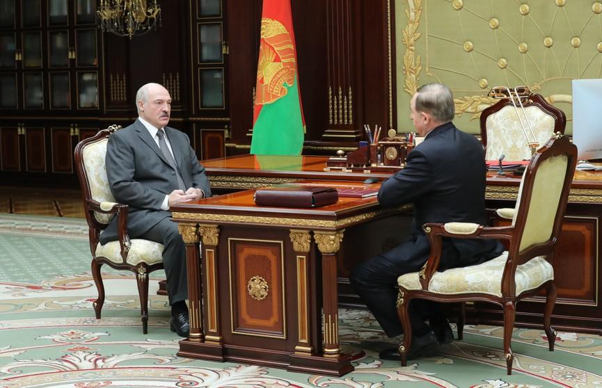 Александр Лукашенко принял с докладом управляющего делами Президента Беларуси Виктора Шеймана