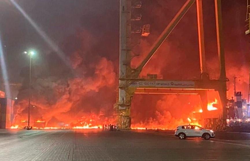 Сильный взрыв прогремел в порту Дубая
