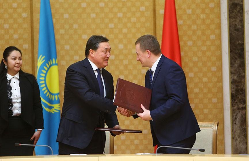 Казахстан рассматривает возможность покупки пакета акций «Гомсельмаша»