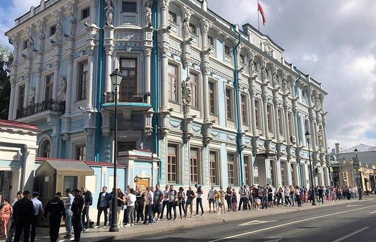 Явка избирателей на выборах президента на участке в Москве превысила 70%