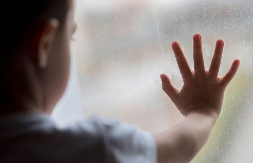 2-летний ребенок выпал из окна пятого этажа в Бобруйске