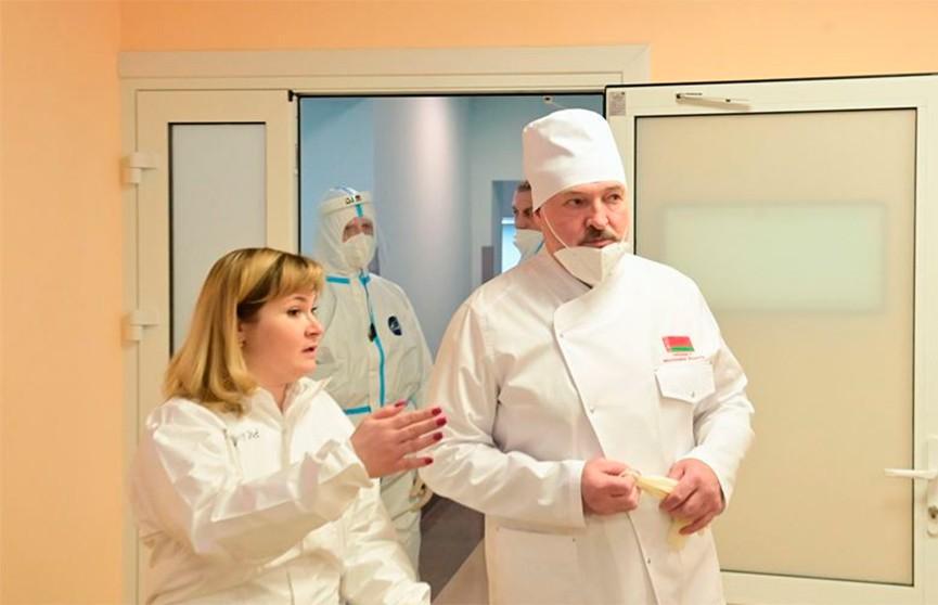 Борьба с COVID-19 в регионах: Лукашенко посетил красную зону Молодечненской районной больницы