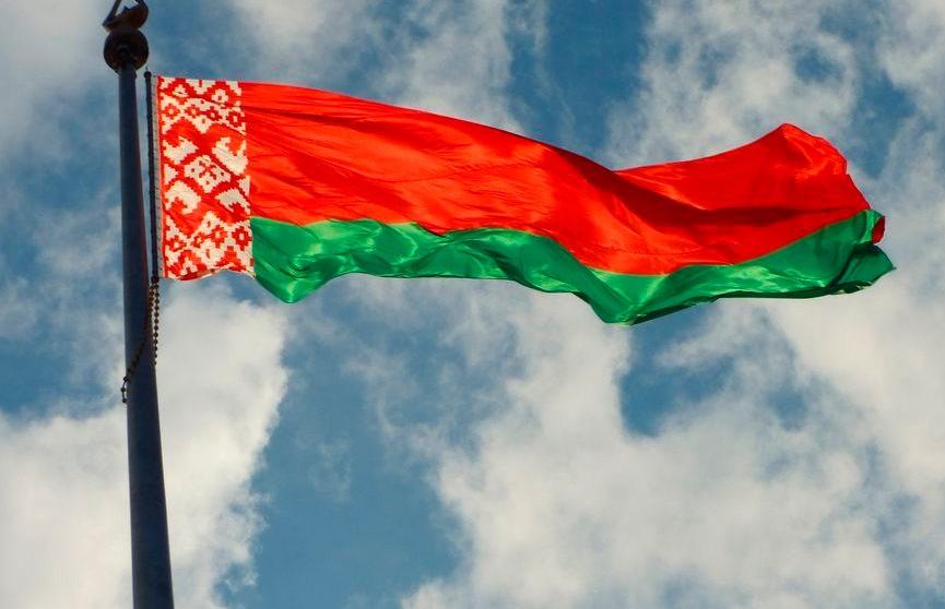 Александр Лукашенко поздравил белорусов с Днём защитников Отечества и  Вооружённых Сил