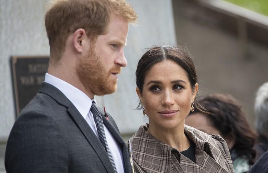 Елизавета II запретила Меган Маркл и принцу Гарри зарабатывать деньги на королевском статусе