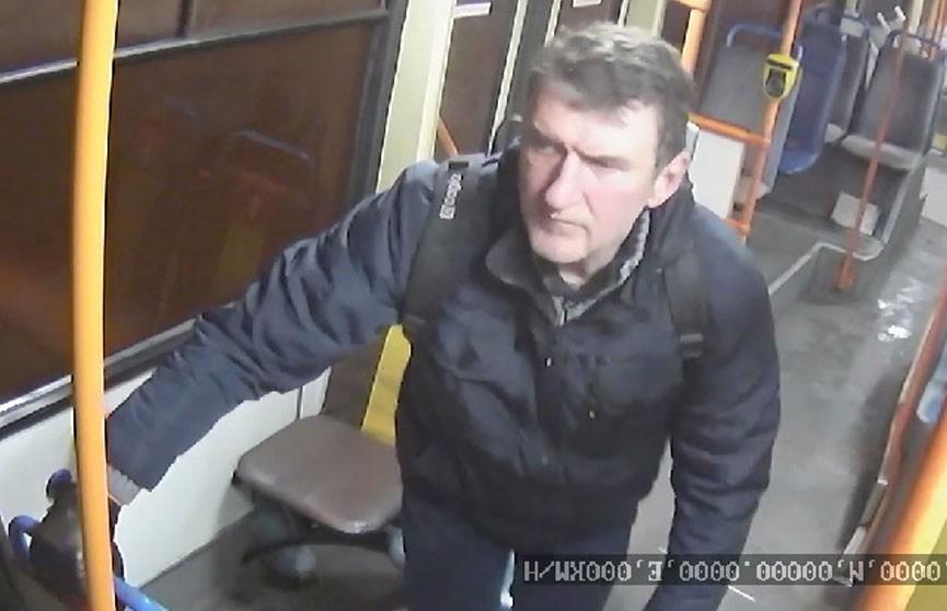 Мужчина украл портмоне у водителя троллейбуса