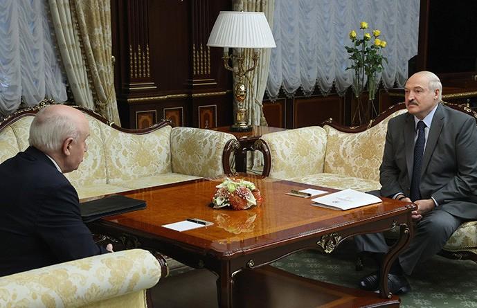 Лукашенко о фейках и последних событиях: Мы страну на щиты не складываем, будем защищать ее