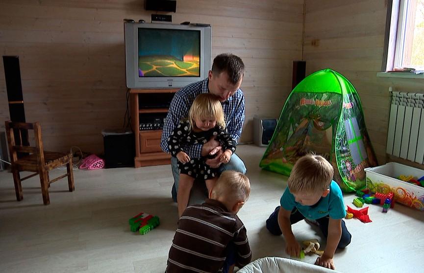 Истории трёх отцов из Беларуси, которые взяли на себя роль матерей