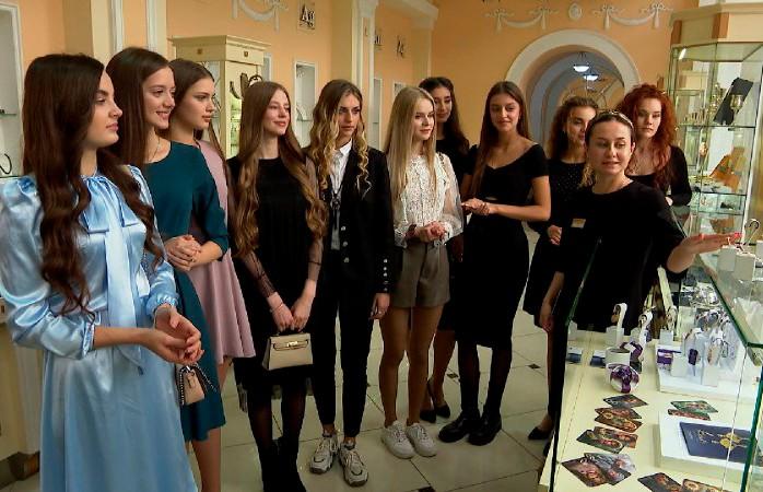 Дневник «Мисс Беларусь»: участницы конкурса примерили украшения ювелирного бренда «Кристалл» – без покупок красавицы не остались!