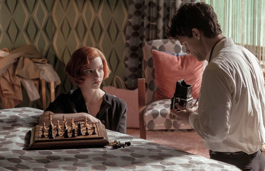 «Эмми-2021»: сериалы «Ход королевы», «Корона» и «Тед Лассо» признаны лучшими
