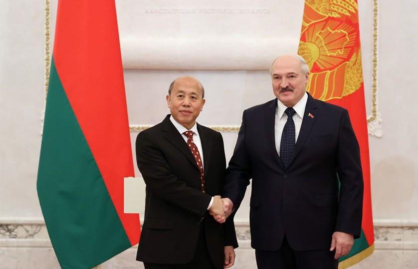Лукашенко: Беларусь заинтересована в неконфликтном и эффективном сотрудничестве с другими странами, но без политического или экономического давления