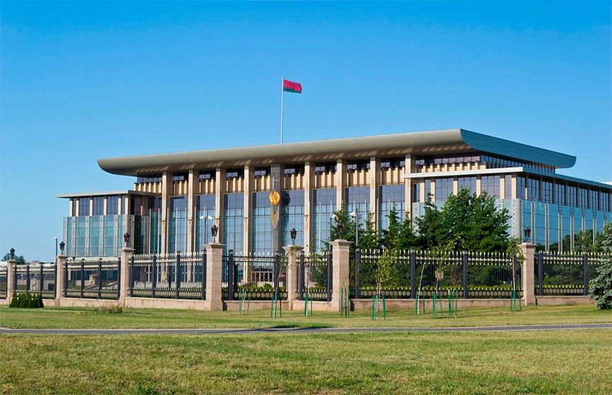 Лукашенко поздравил белорусов с Днем труда