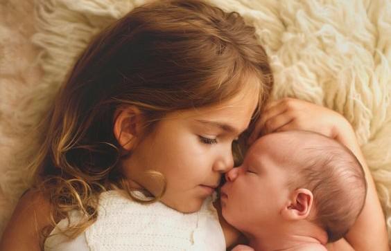 Американская трагедия: грудной младенец выжил, благодаря заботе своей сестры