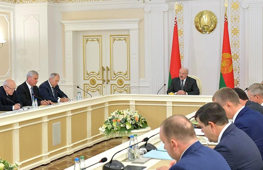 Лукашенко: Выполнение планов по всем направлениям – главная задача правительства