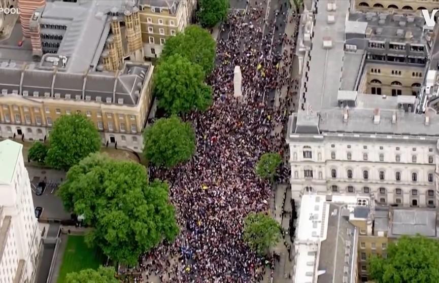 Более 20 человек задержали в Лондоне во время природозащитного протеста