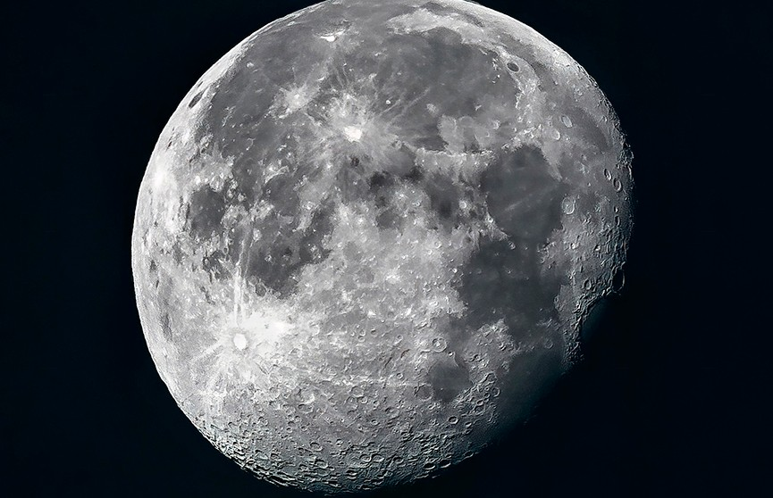 Астрофотограф из Калифорнии сделал самые четкие в мире снимки кратеров Луны.