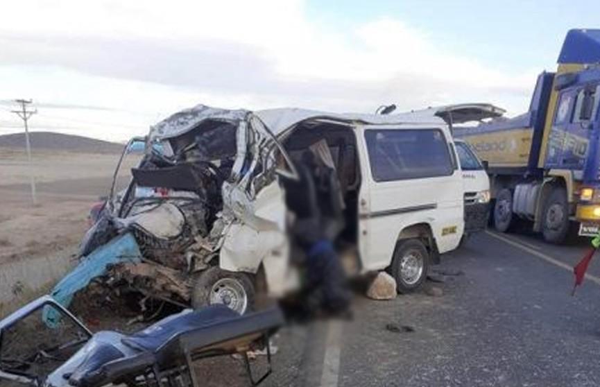 Девять человек погибли в результате ДТП в Боливии