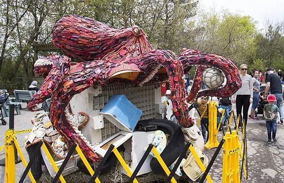 Уникальная выставка экспонатов из «морского» мусора открылась в Торонто