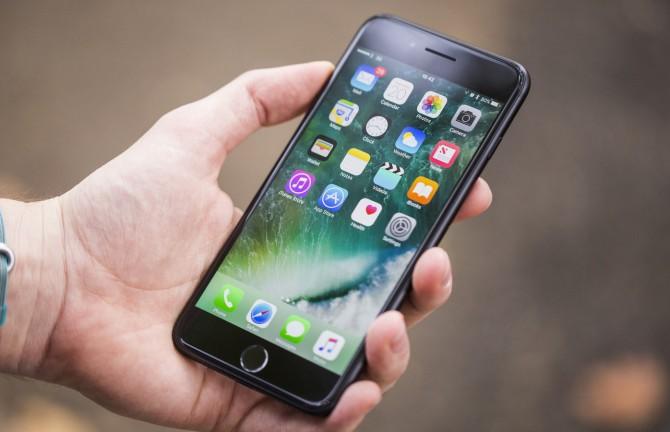 Bloomberg: Apple планирует изменить дизайн новых смартфонов