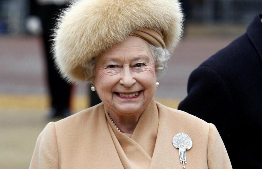 Королева Елизавета II отказалась от одежды из натурального меха