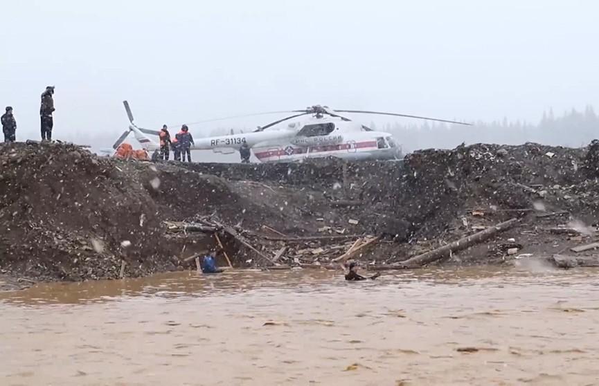 В России сегодня день траура по погибшим при разрушении дамбы в Красноярском крае