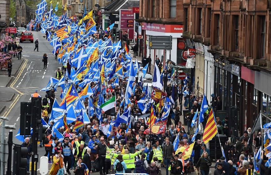 Более 20 тысяч человек вышли на марш за независимость Шотландии