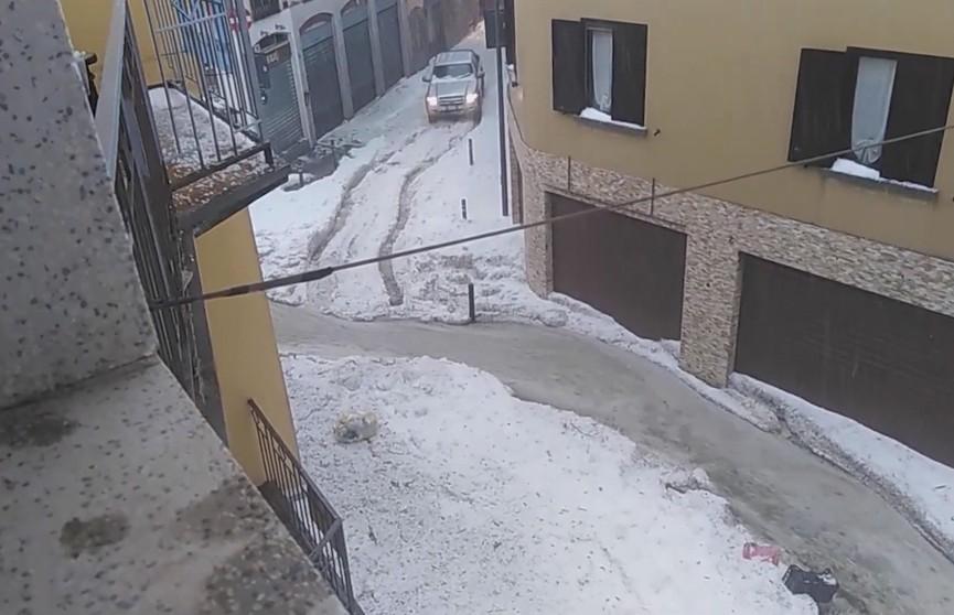 Град размером с грецкий орех выпал в регионе Ломбардия: повреждены яхты и автомобили