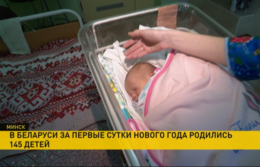 Маму и малыша, который первым родился в Минске в 2019 году, поздравил Валерий Малашко