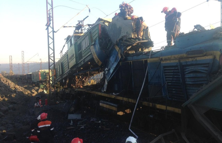 Два карьерных локомотива столкнулись в Кривом Роге: три человека погибли