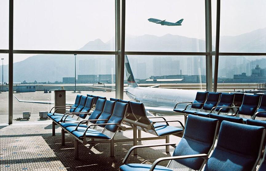 Более  20 стран приостанавливают авиасообщение с Великобританией