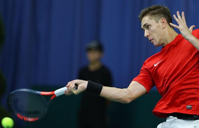 Егор Герасимов победно стартовал в квалификации теннисного турнира в Кёльне