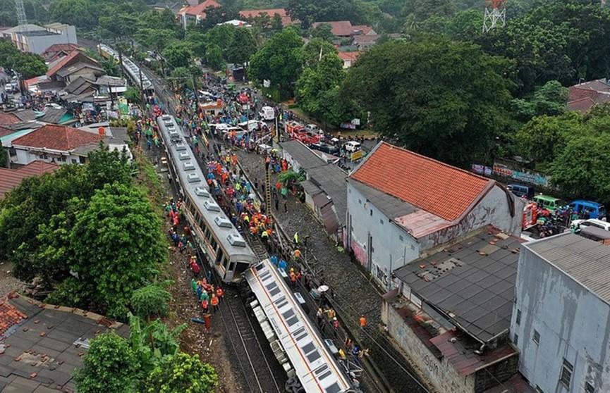 Крушение поезда произошло в Индонезии, десятки пострадавших
