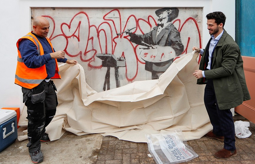 Неизвестное граффити Бэнкси обнаружено за строительными лесами в Лондоне