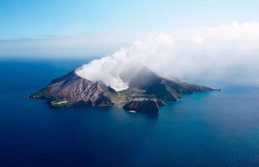 В Новой Зеландии 100 человек оказались у вулкана в момент его извержения. Есть пострадавшие