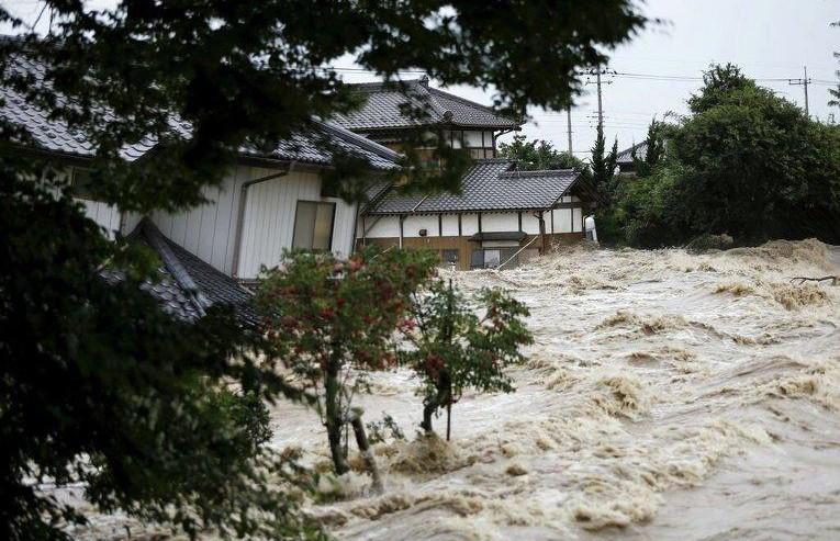 К Японии движется тайфун: около 115 тыс. человек экстренно эвакуированы