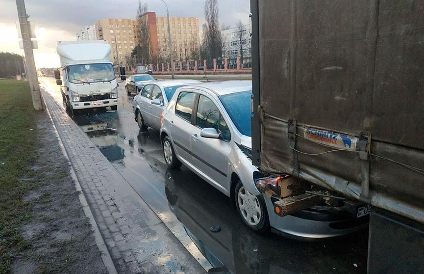 ДТП с участием четырех автомобилей произошло в Минске