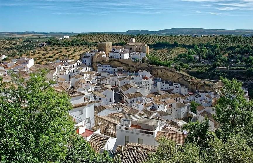 Власти Испании планируют введение COVID-паспортов