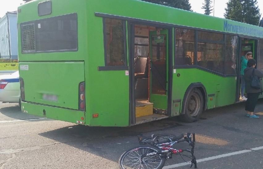 Автобус сбил 15-летнюю велосипедистку в Осиповичах