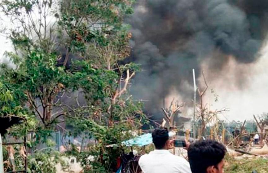 9 человек погибли при взрыве на фабрике фейерверков в Индии