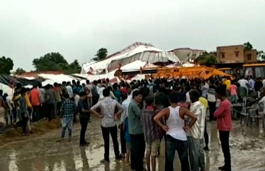 В Индии во время религиозного праздника на людей рухнул павильон