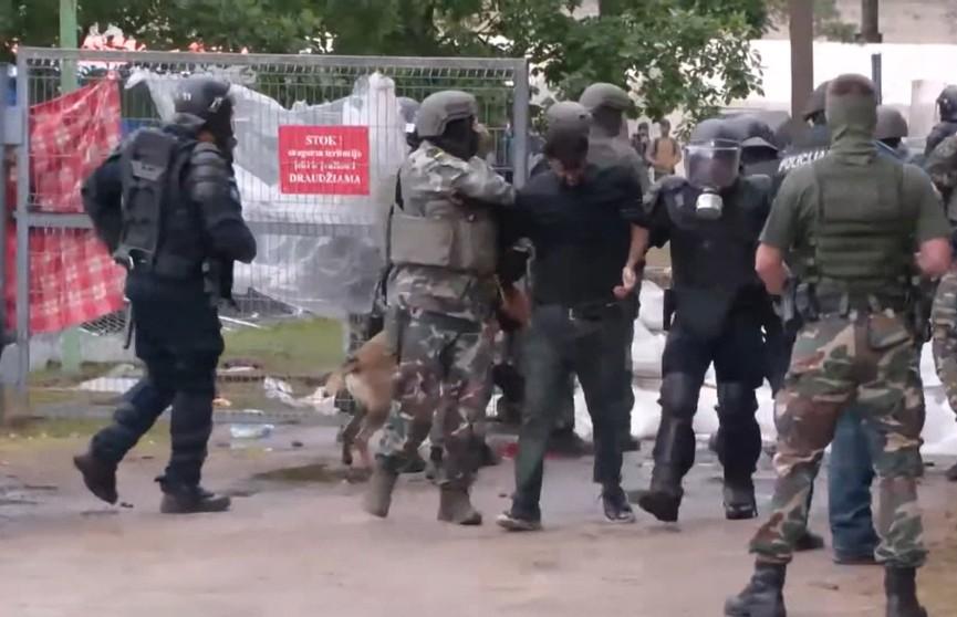 Правозащитники из Совета помощи беженцам пришли в ужас от места содержания мигрантов в Литве