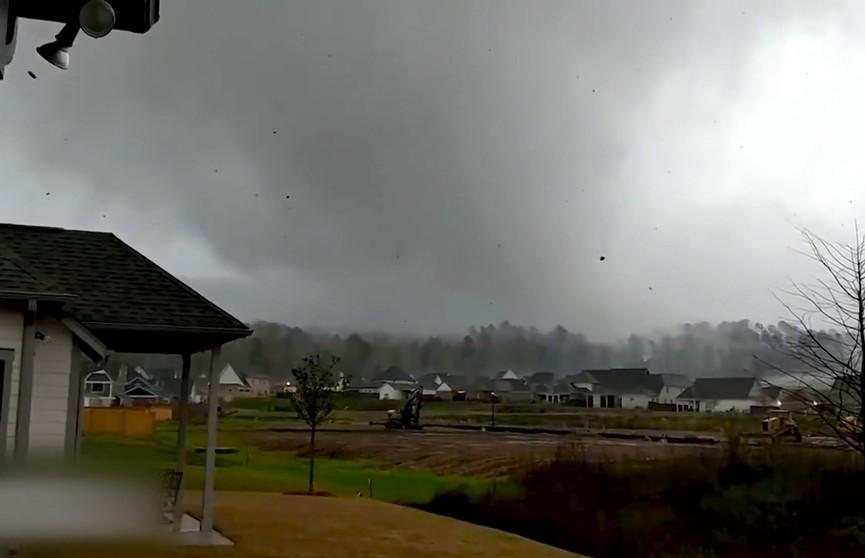 Мощные торнадо обрушились на США