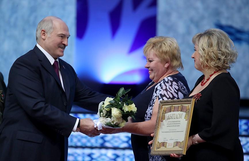 Александр Лукашенко вручил премии «За духовное возрождение»