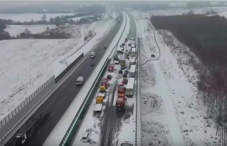 Число жертв аномальных снегопадов в Европе увеличилось до 13
