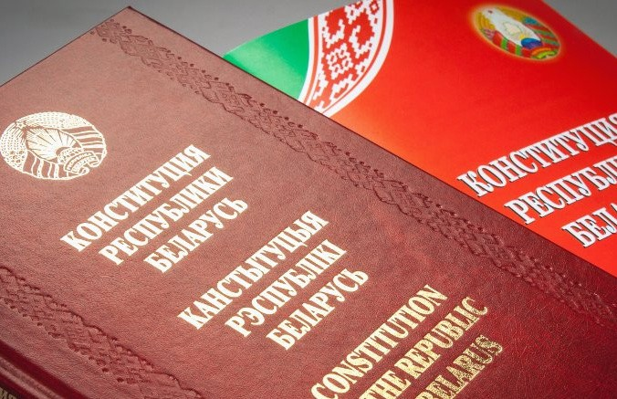 Возможные изменения в Конституцию Беларуси представили Лукашенко