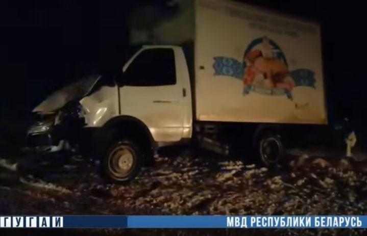 Легковушка врезалась в грузовик под Октябрьским: погибли два человека, еще один госпитализирован