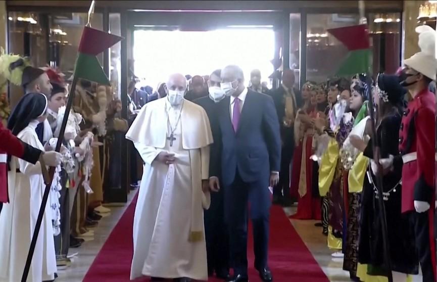 Папа Римский Франциск прибыл в Ирак для встречи с руководством страны