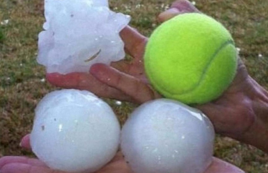 Град размером с теннисный мяч обрушился на ЮАР. Два человека погибли